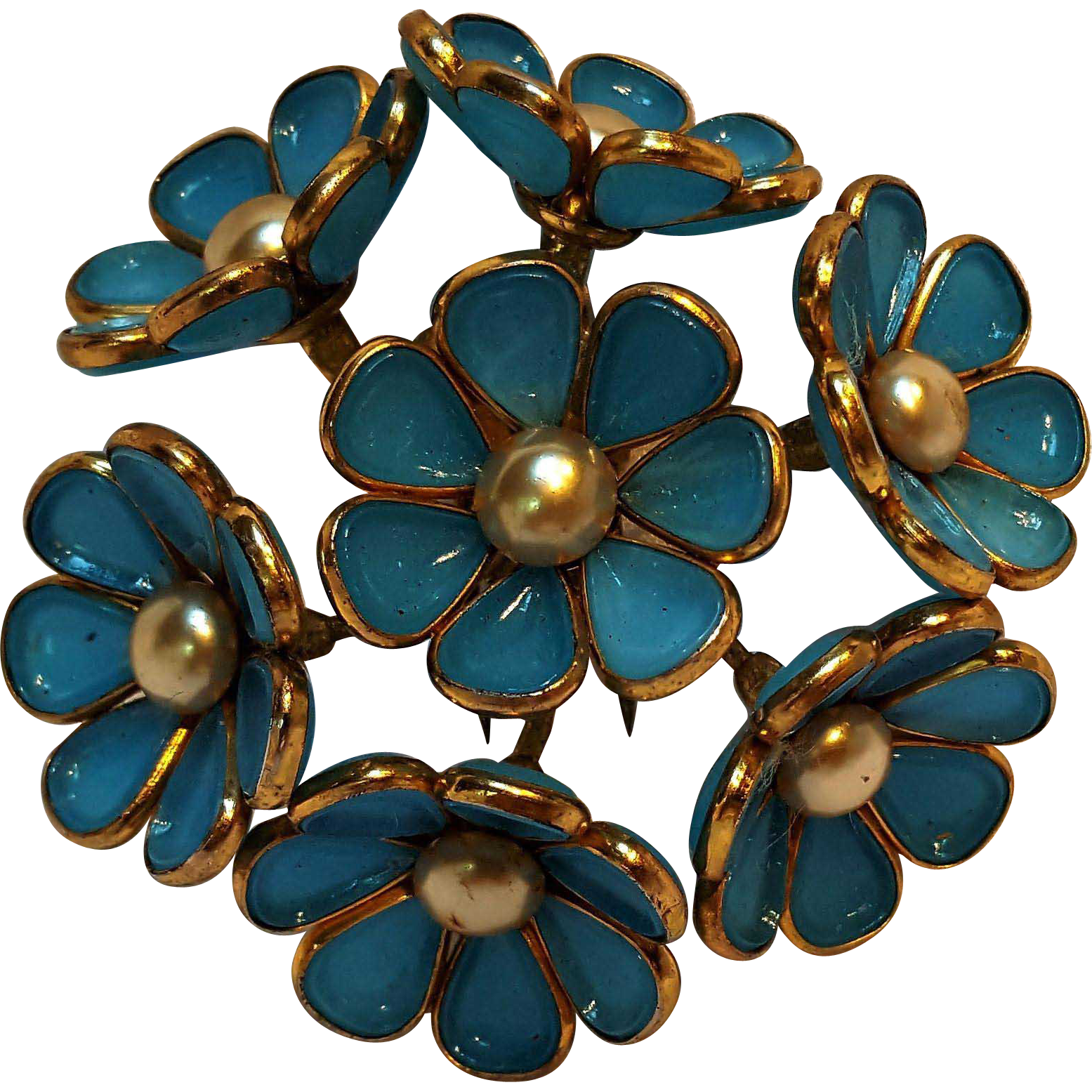 Brooch clip hinged. Trifari poured glass flower
