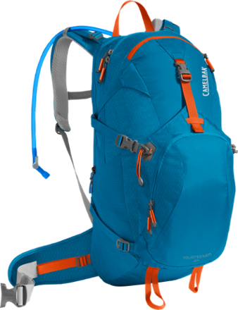 Camelbak clip woman. Camping and hiking rei