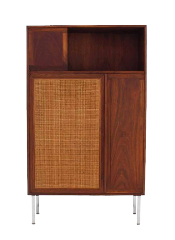 Cane drawing walnut. Fine cabinet with door
