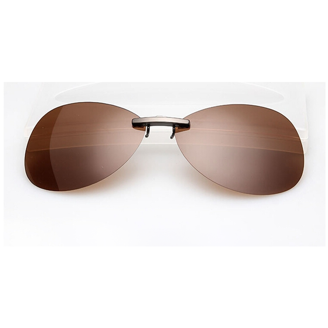 Clip sunglasses polarized. On brown lens