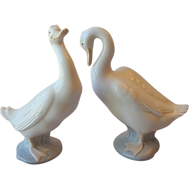 Drawing duck statue. Two nao lladro daisa