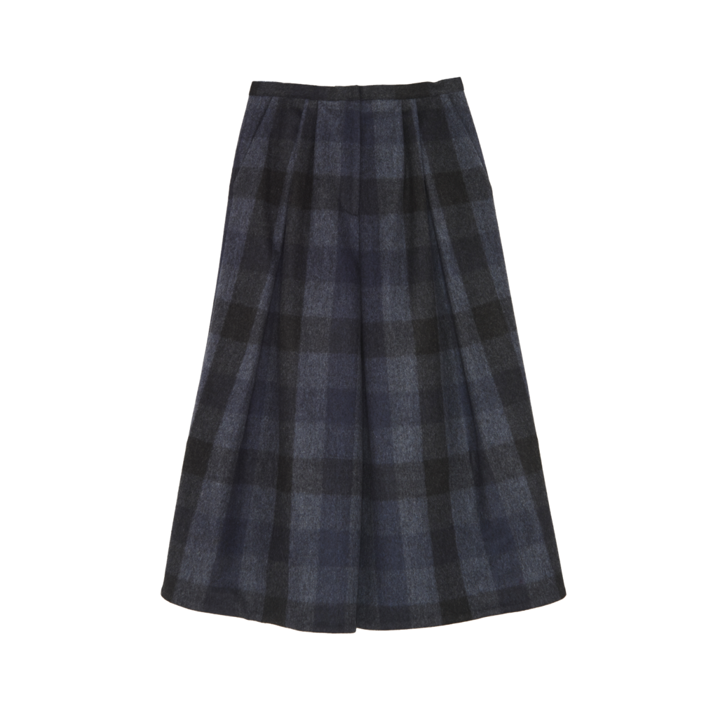 Drawing flannel plaid skirt. Fall makeup autumn outfit