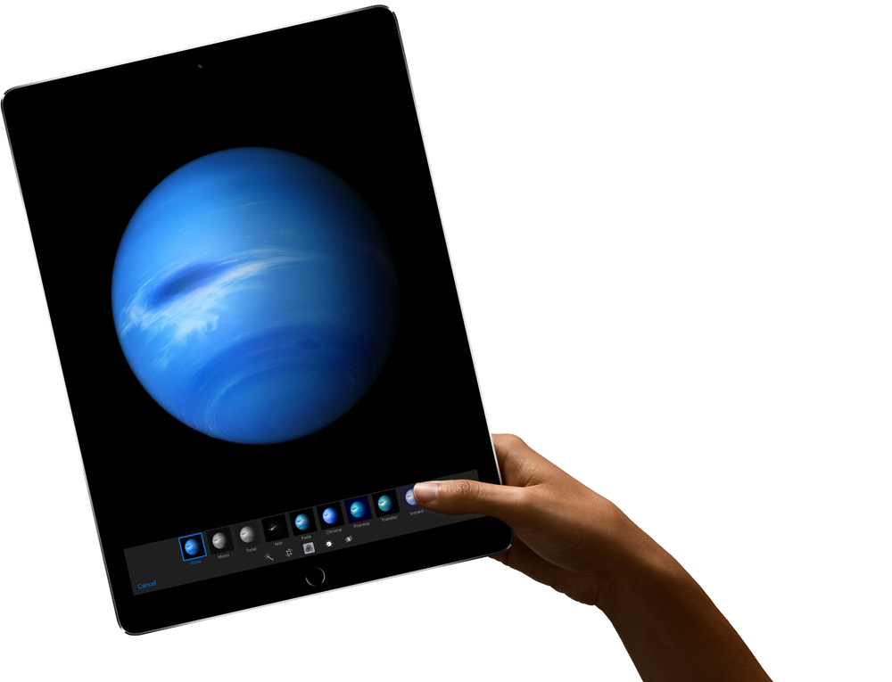 Drawing ipad hand holding. Pro smart keyboard and