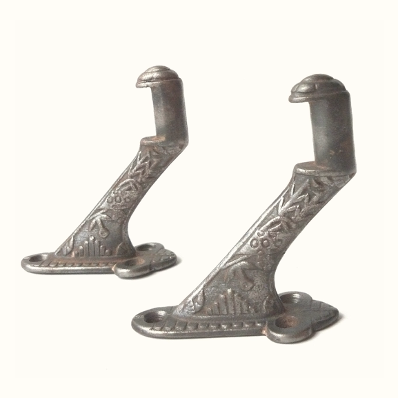 Mounting clip stair. Victorian windsor pattern rail