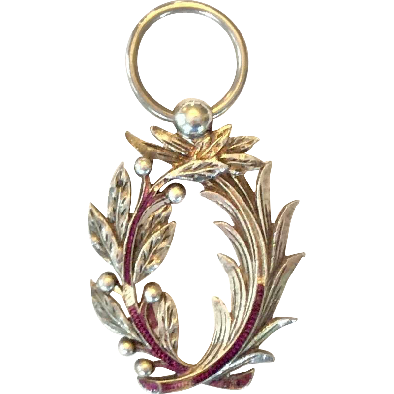 Silver laurel wreath png. French sterling pendant knick