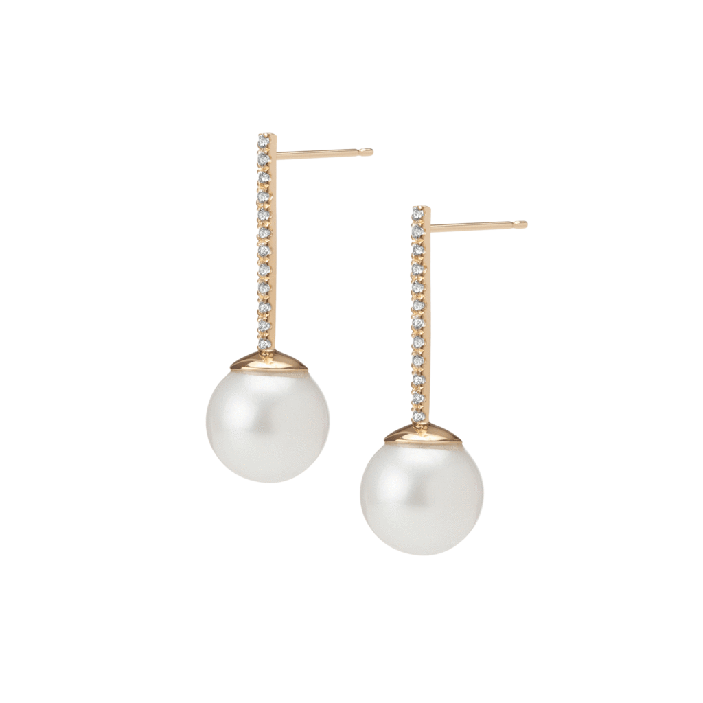 Transparent pearls full body. Proud pearl earrings with