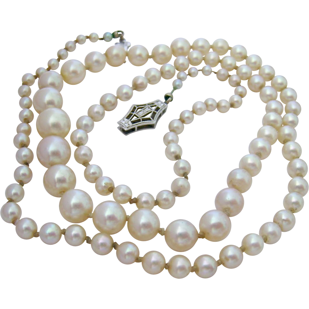 Transparent pearls vintage. Graduated cultured pearl necklace