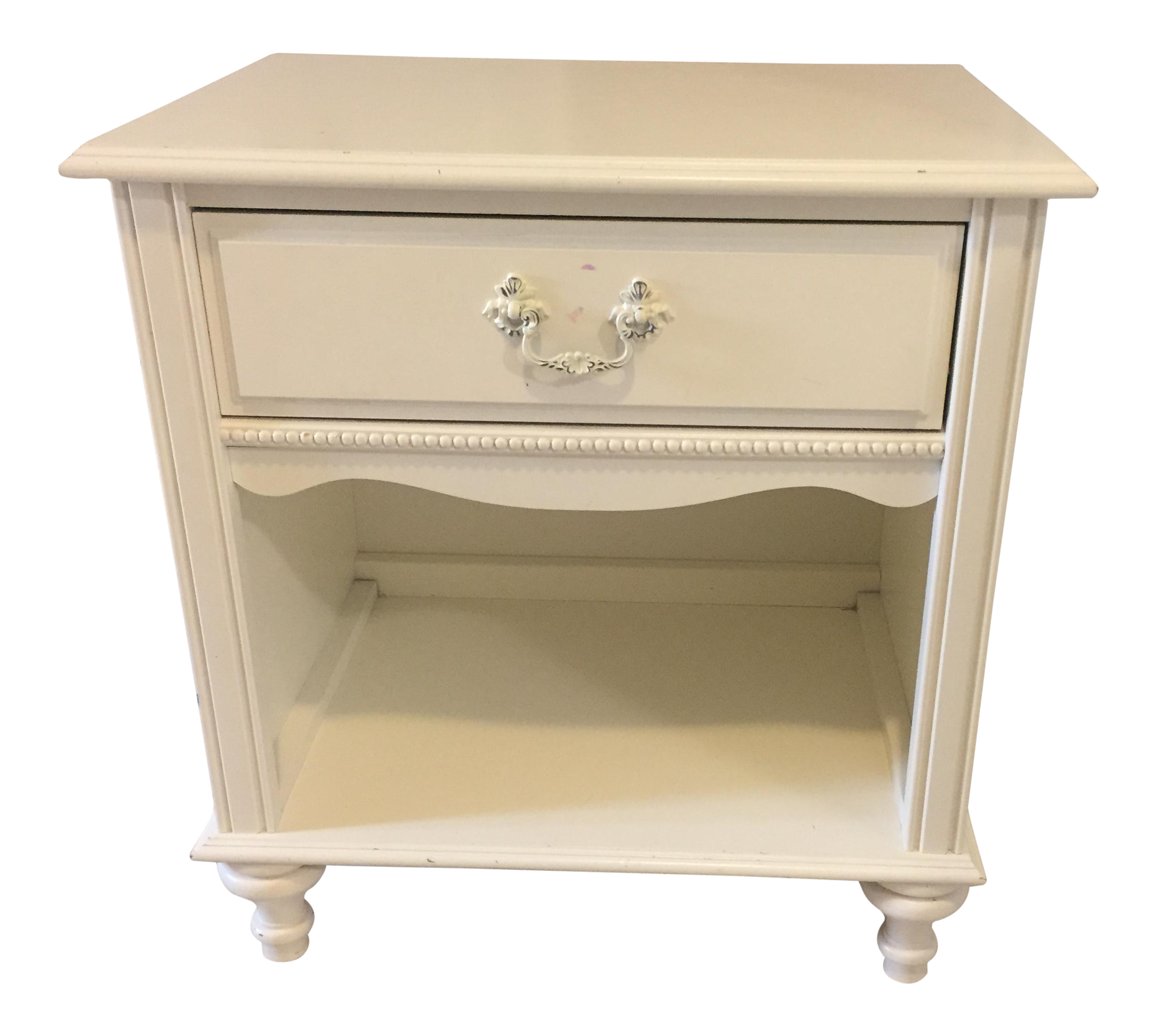 Vanity drawing shabby chic. Stanley furniture antique white