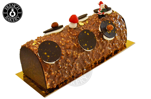 Yule log png. Chocolate snickers cake french